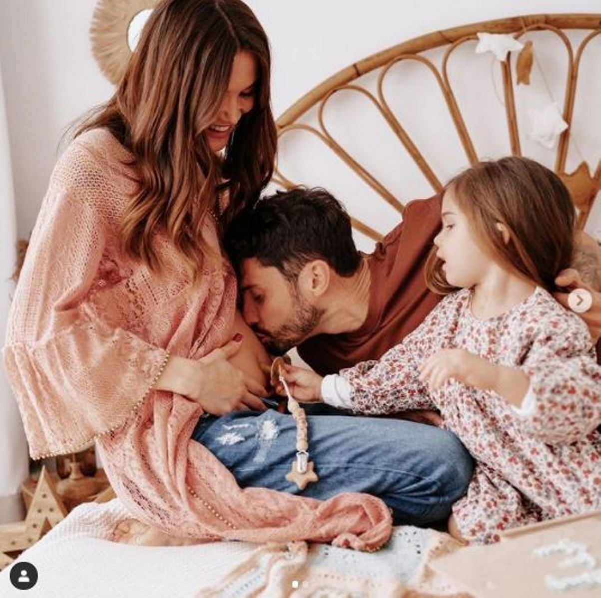 La ex protagonista del GF è incinta di un maschietto: si chiamerà Carlos Andrea