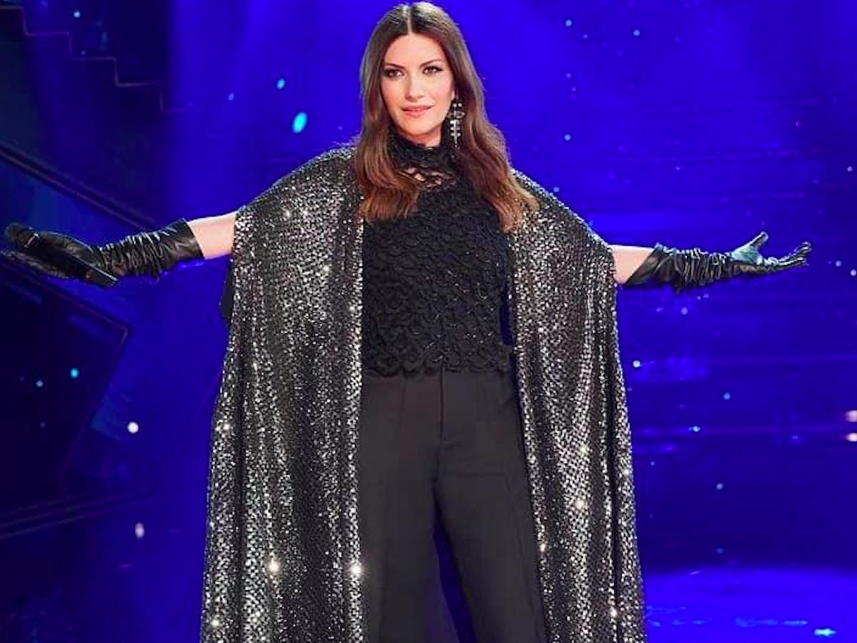 """""""Ma davvero?"""". Sanremo 2021, clamoroso fuoriprogramma di Laura Pausini. Sul palco dell'Ariston accade l'impensabile"""