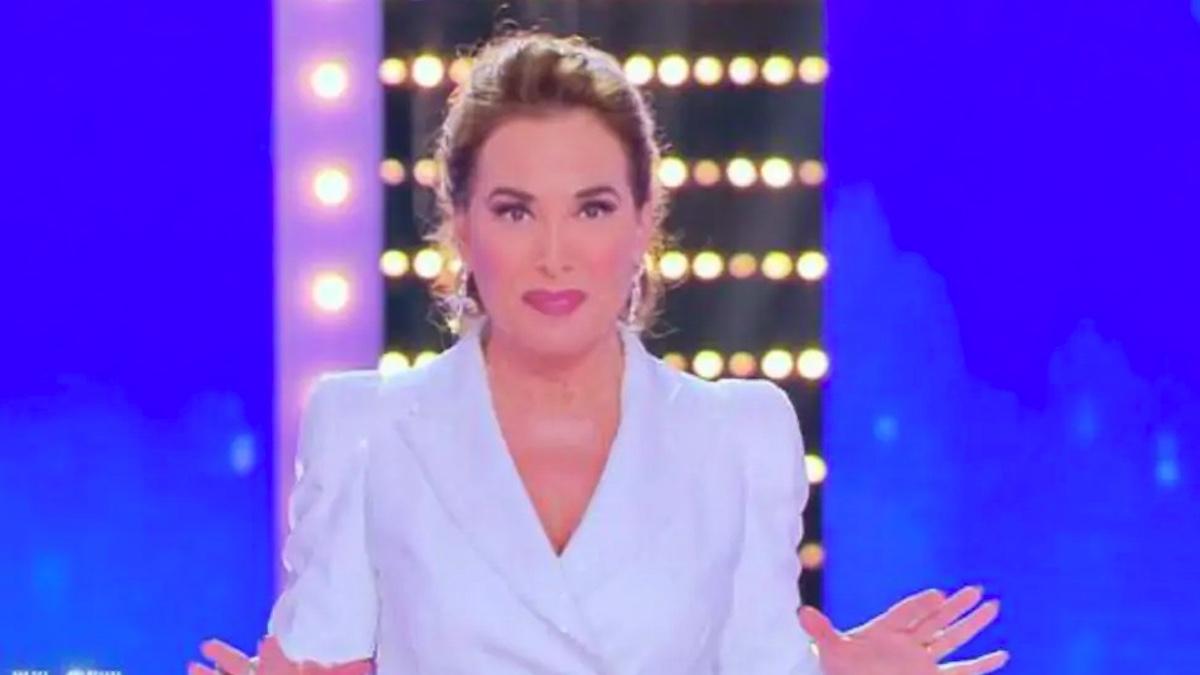 """""""Chiude il programma"""". Barbara D'Urso, Mediaset ha deciso: """"Fissata la data dello stop"""""""