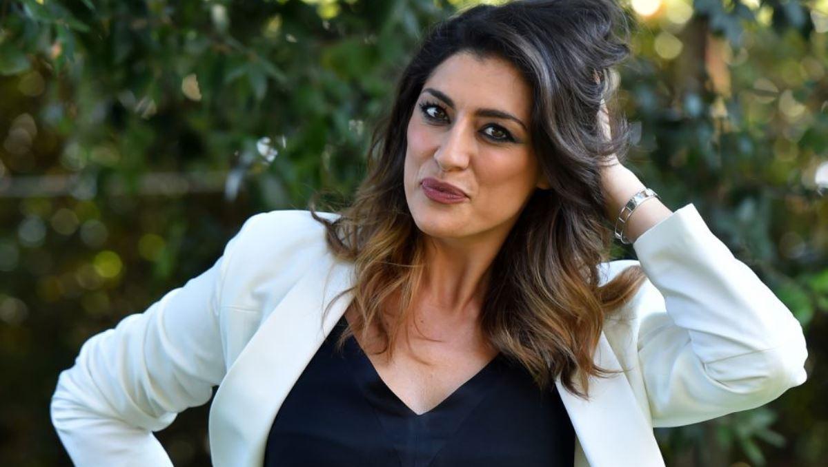 """""""Mi piace Elisa Isoardi…"""". Isola dei Famosi 2021, è proprio quel concorrente 'top' ad avere messo gli occhi su di lei"""