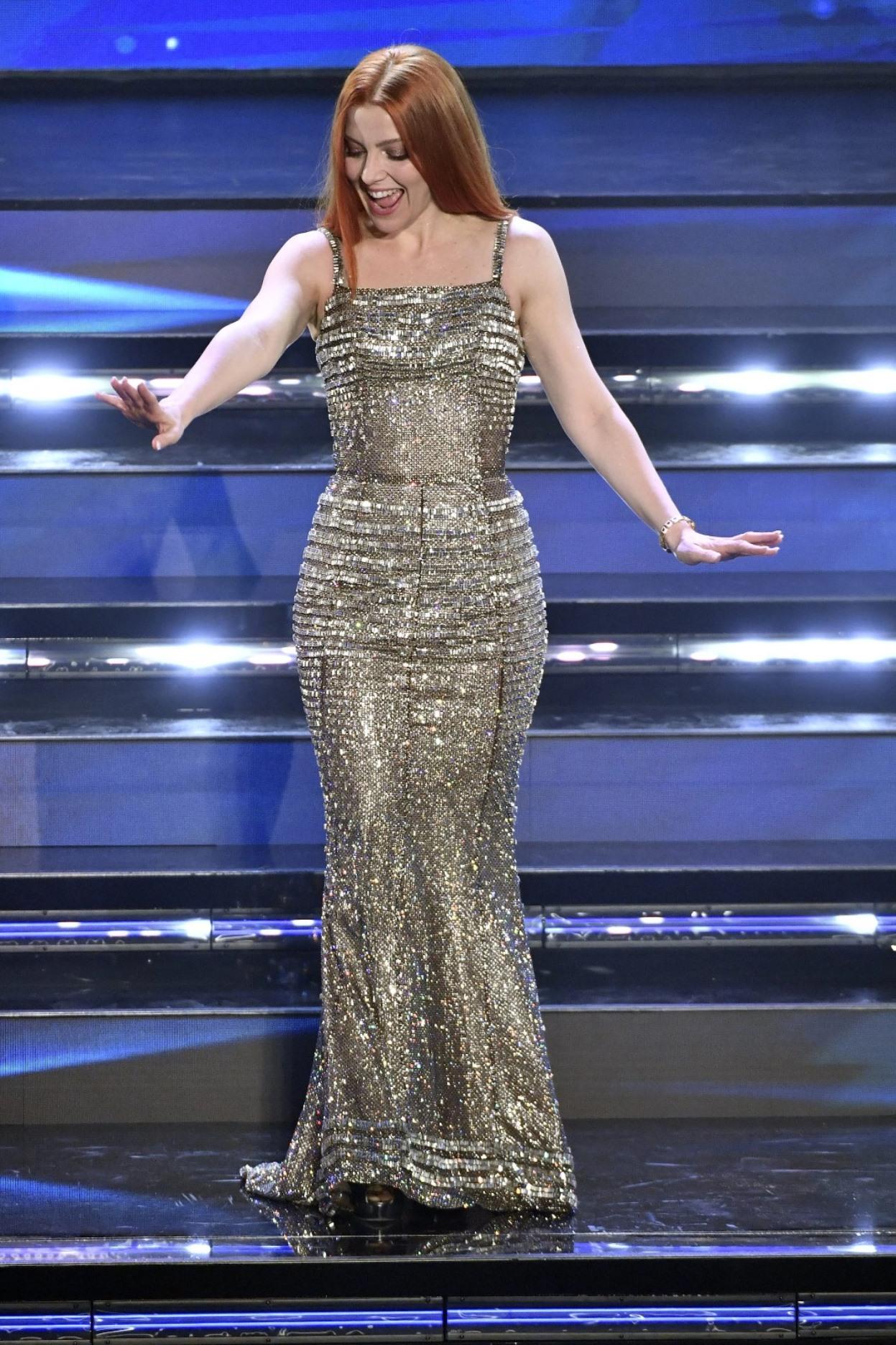 """Noemi 'trasformata' sul palco di Sanremo 2021: """"Come ha fatto perdere 15 kg"""""""