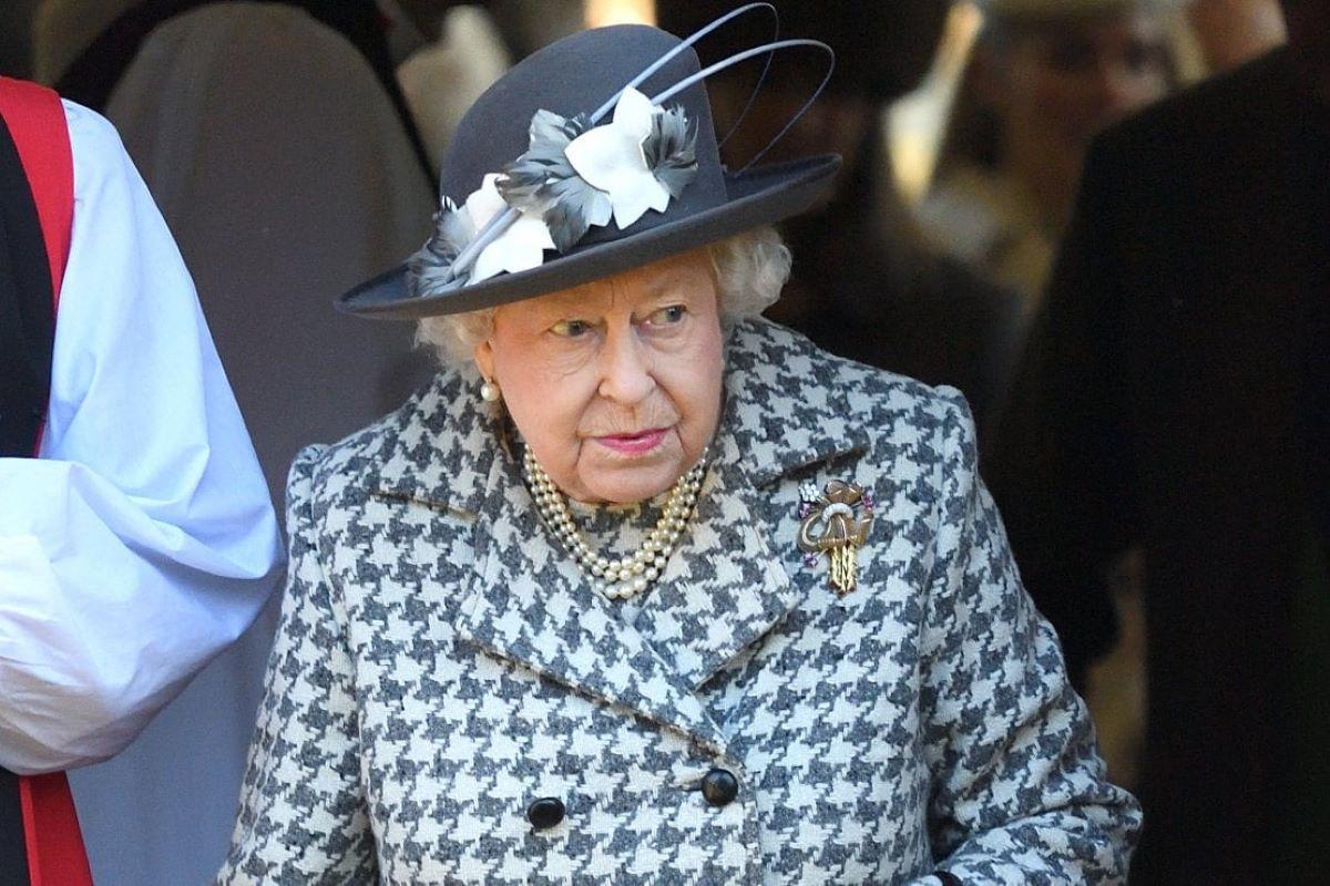 Nuovo lutto per la regina Elisabetta. Dopo la morte del principe Filippo, perde una persona a lei vicina