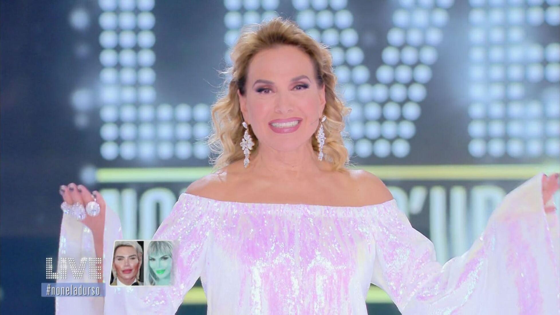 Barbara D'Urso Prima Serata Grande Fratello La Fattoria