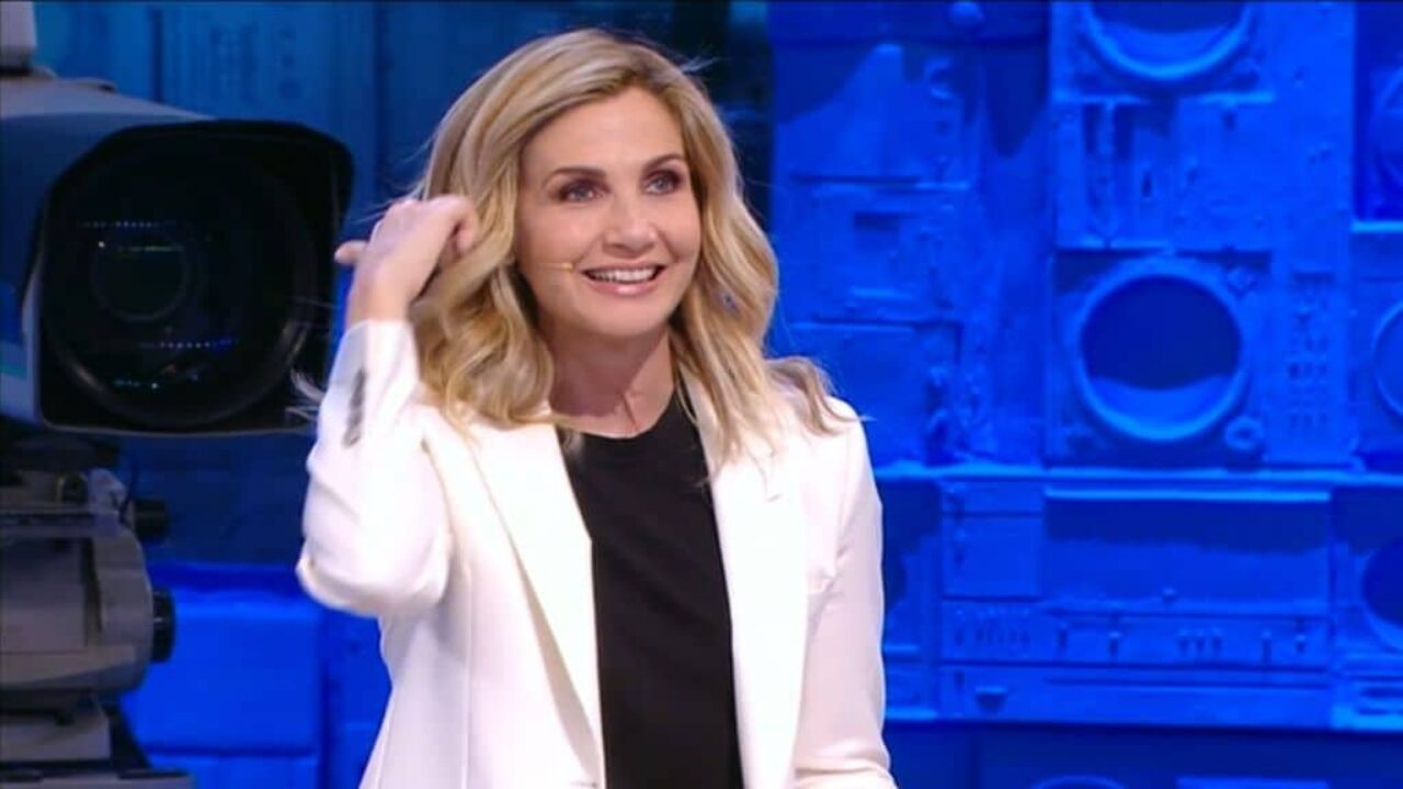 Lorella Cuccarini Sostituita Barbara D'Urso Proposta Maria De Filippi