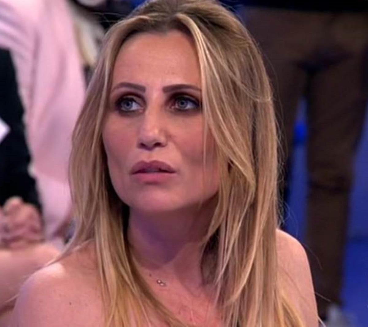 Ursula Bennardo attacco Roberta Di Padua Ida Platano Uomini e Donne Riccardo Guarnieri