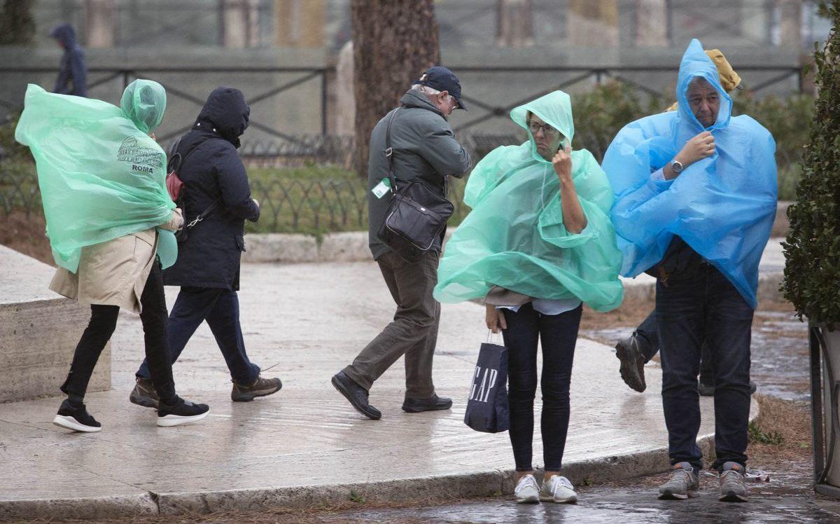 Meteo, crollo termico e pioggia in arrivo. La situazione sul nostro Paese