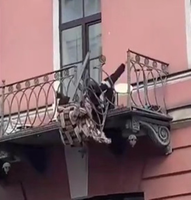 olga evgeny lite caduta balcone