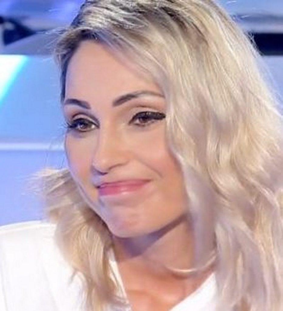 Anna Tatangelo nuda copertina domenica in