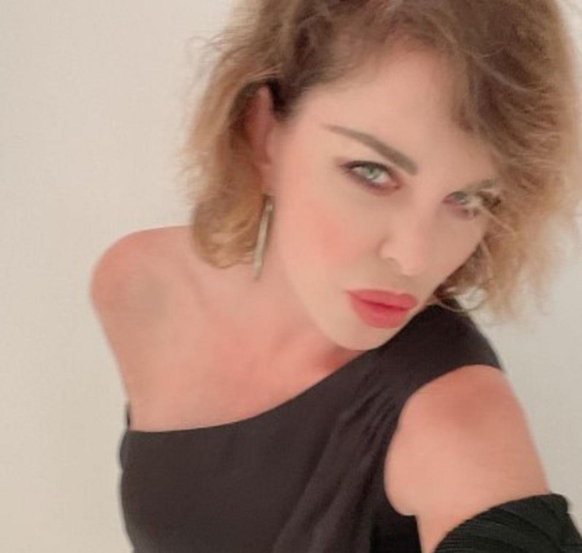 Alba Parietti Paola Barale vacanza Ibiza selfie naturale