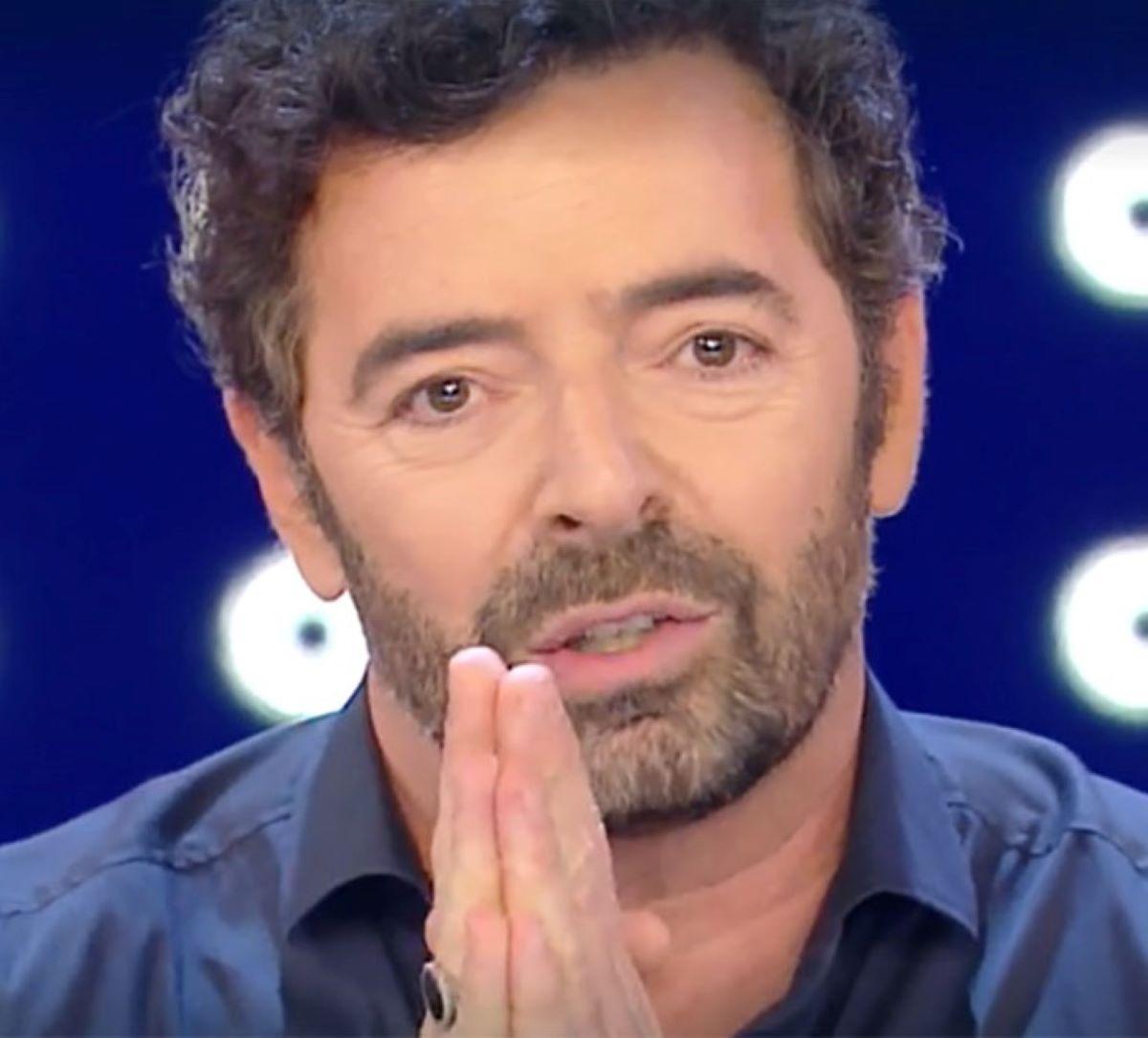 Alberto Matano Sfiora Lacrime La Vita in diretta Ultima Puntata