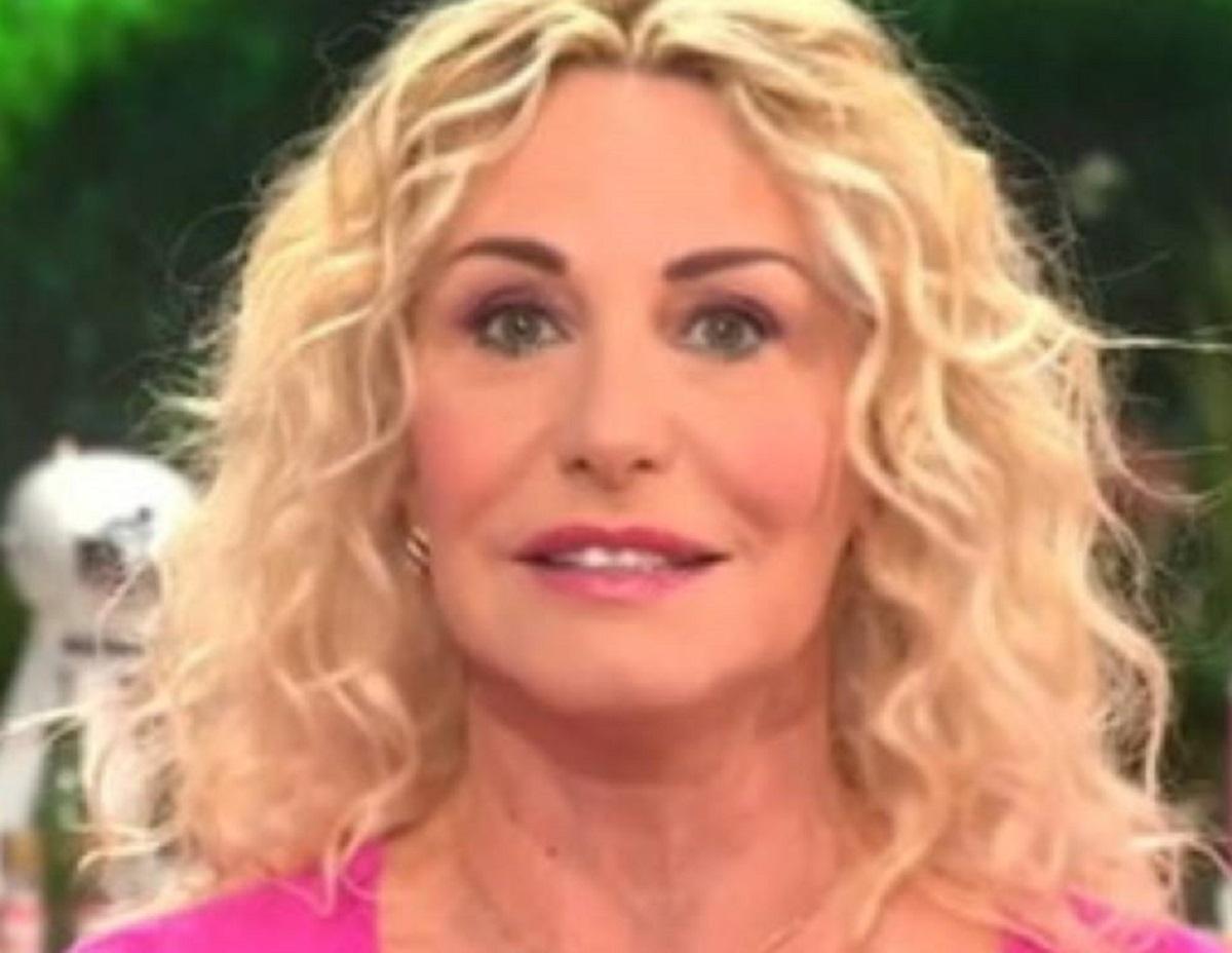 Antonella Clerici diretta confessione allergia starnuto