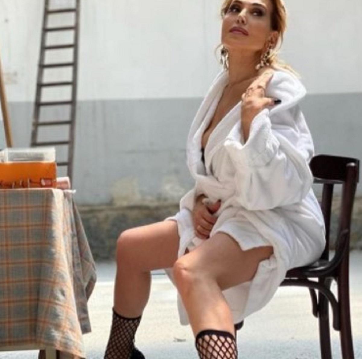Barbara D'Urso foto hot accappatoio critiche