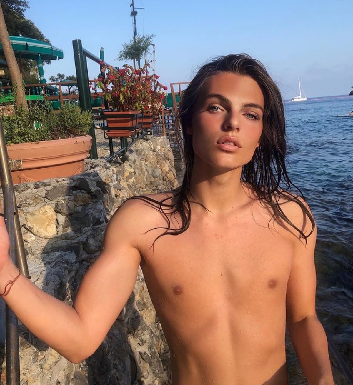 Damian Hurley Modello Bellezza Androgina Figlio Liz Hurley
