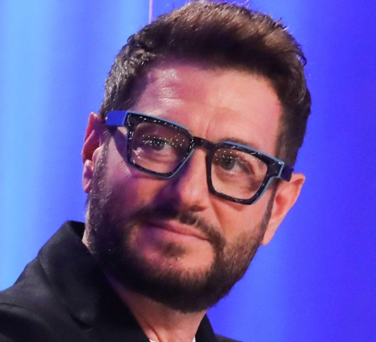 Enrico Papi Via Programma Guess My Age Successore Max Giusti