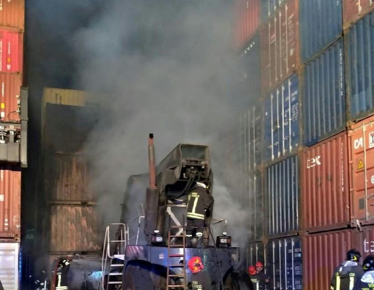 Incendio Kerakoll Rubiera Colonna Fumo