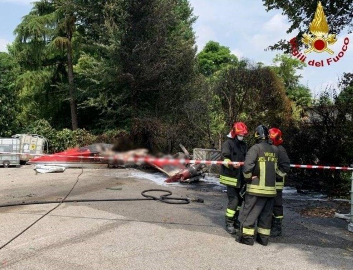 Padova Aereo Caduto Aeroporto Morto Carbonizzato Pilota