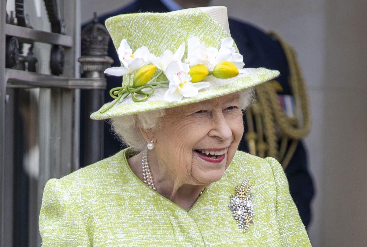 Regina Elisabetta Regalo Lilibet Diana Figlia Harry Meghan Markle Spilla Fiore Botswana