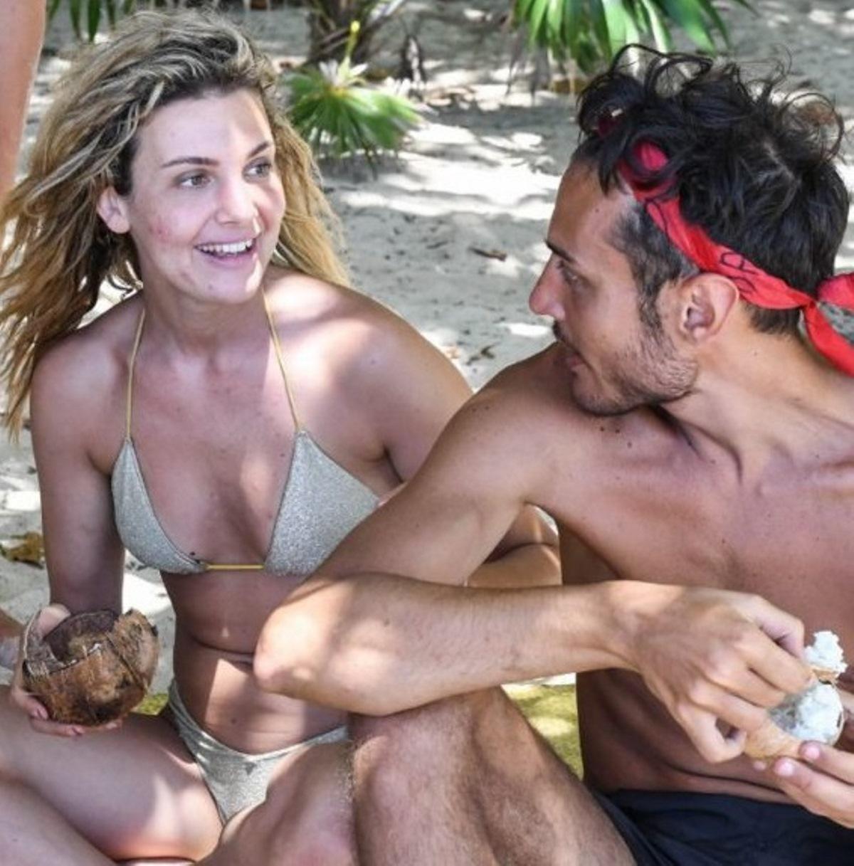 awed isola famosi fidanzata