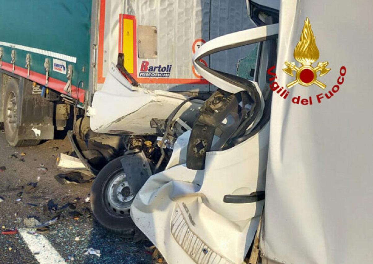 incidente stradale giovedì 3 giugno,