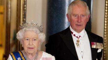 regina elisabetta furiosa carlo