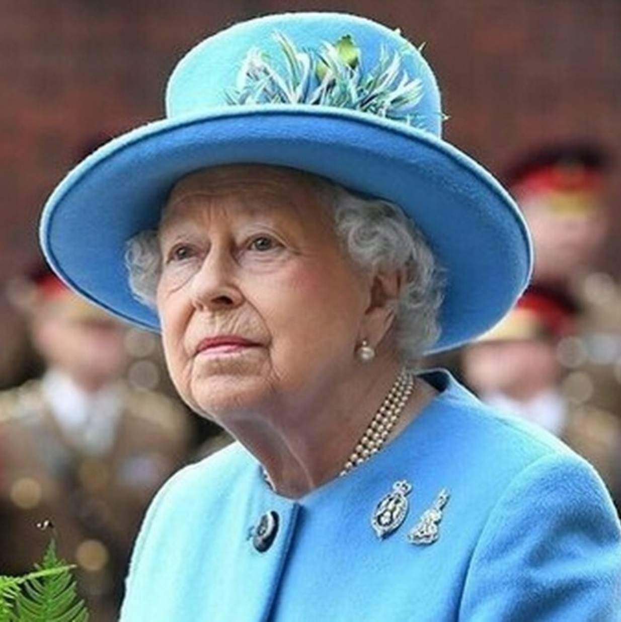 regina elisabetta principe carlo lite
