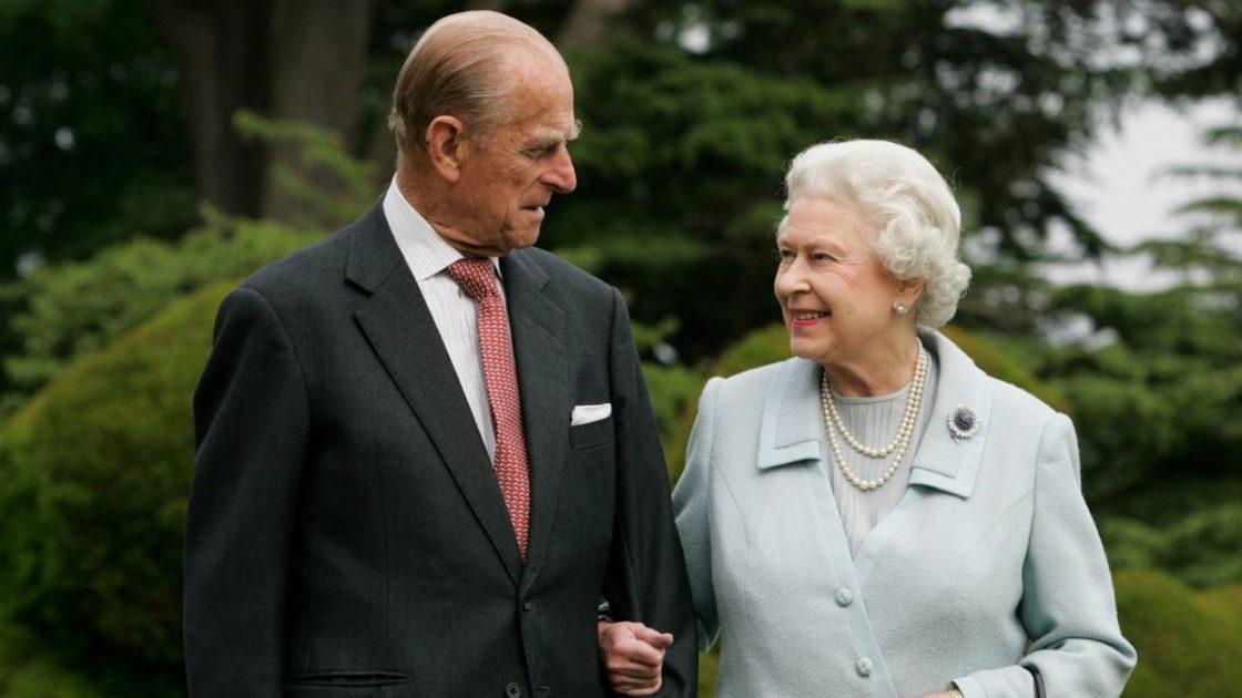 regina elisabetta omaggio 100 anni principe filippo