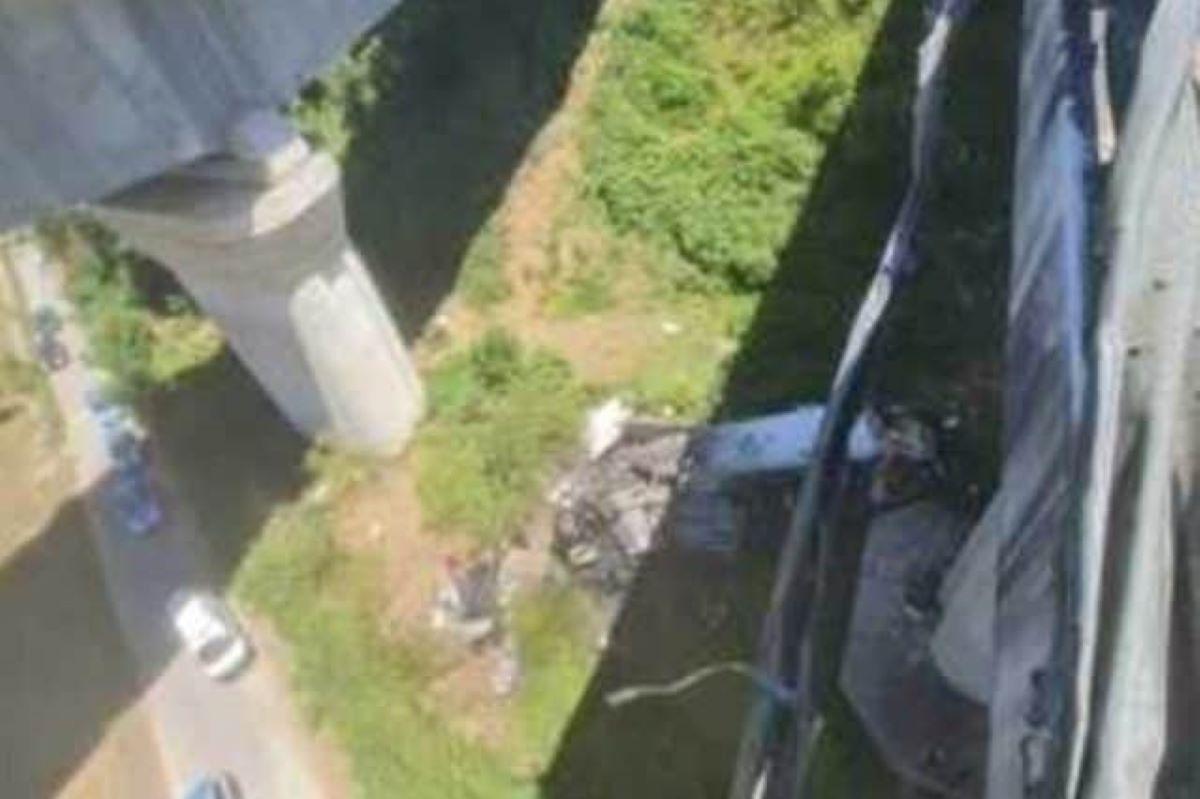 Incidente Autostrada Salerno Reggio Calabria Due Morti Camion Precipita Viadotto