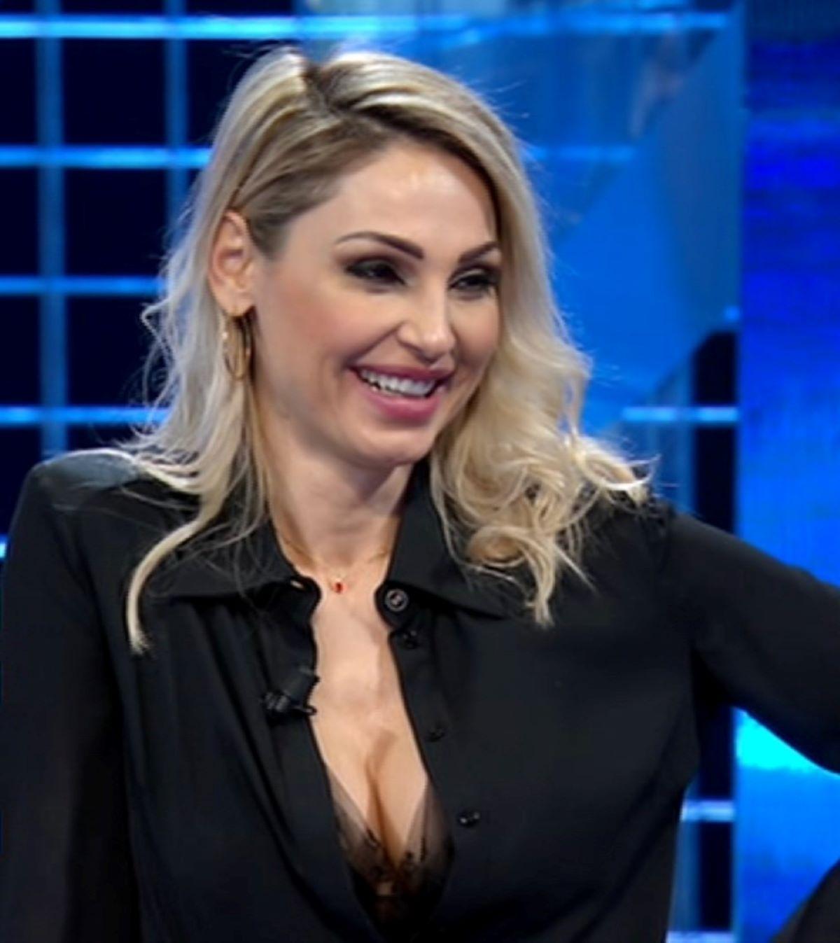 Anna Tatangelo Corteggiatore Importante Rampollo Famiglia Milano
