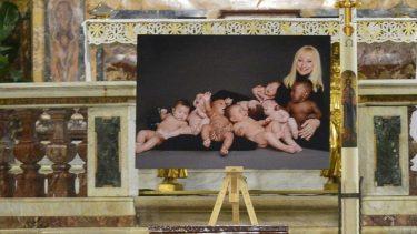 Raffaella Carrà Foto Bambini Funerali Significato