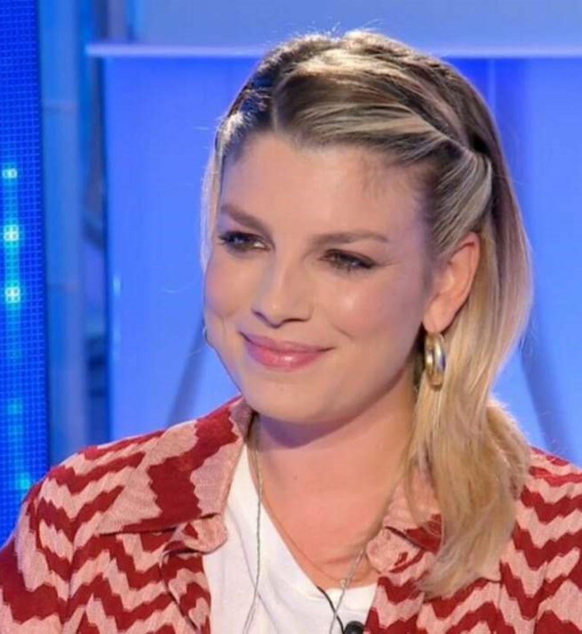 Emma Marrone Spogliarello Italia Campione d'Europa Lingerie