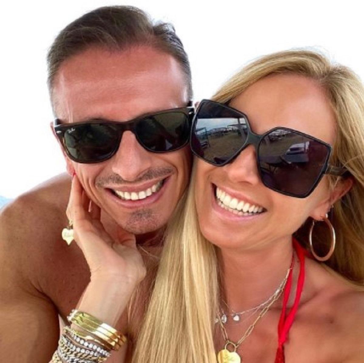 Federica Panicucci foto vacanza bikini dorato