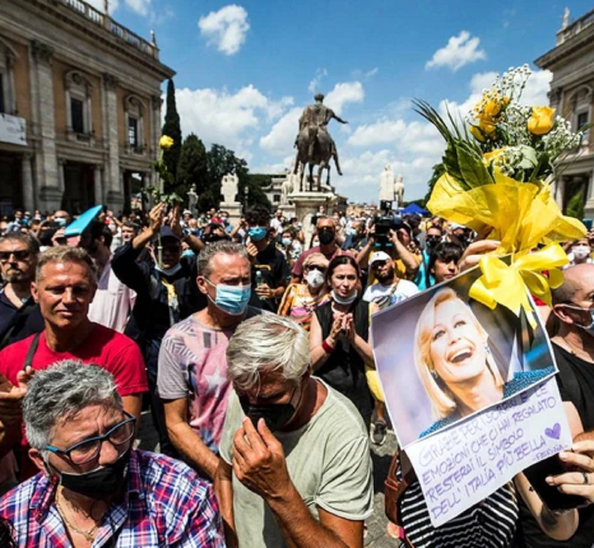 Fabio Fazio funerali Raffaella Carrà assente