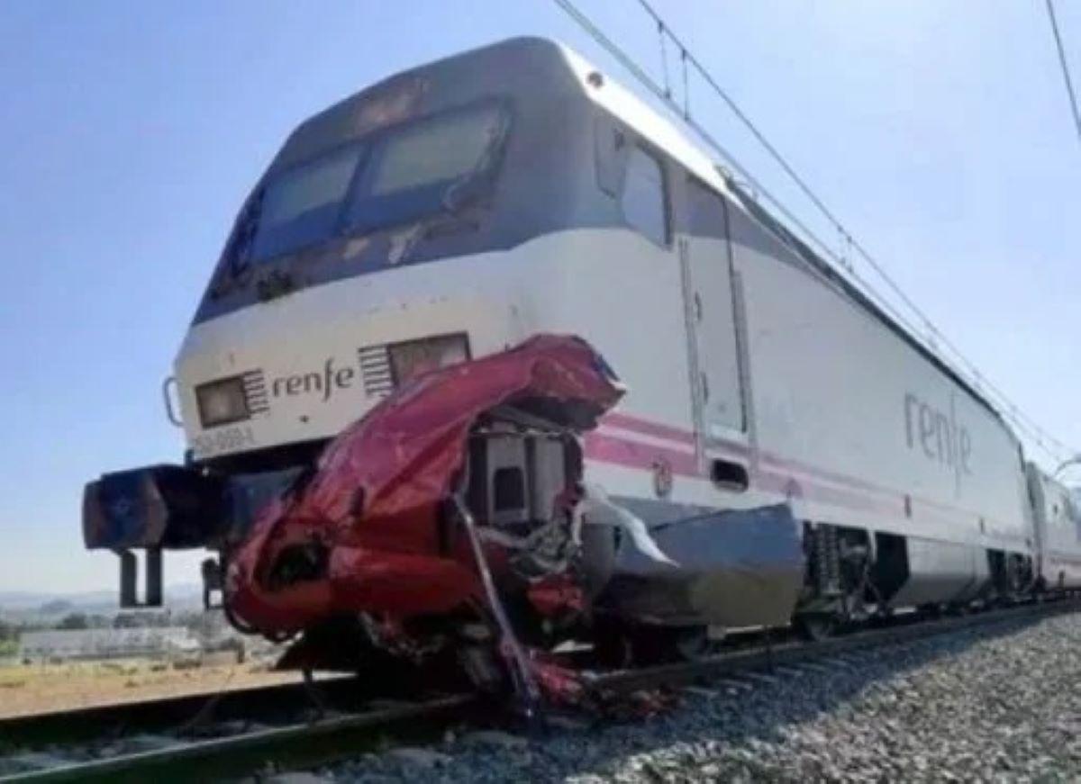 Incidente Treno Auto Passaggio A Livello Quattro Morti Alicante Spagna
