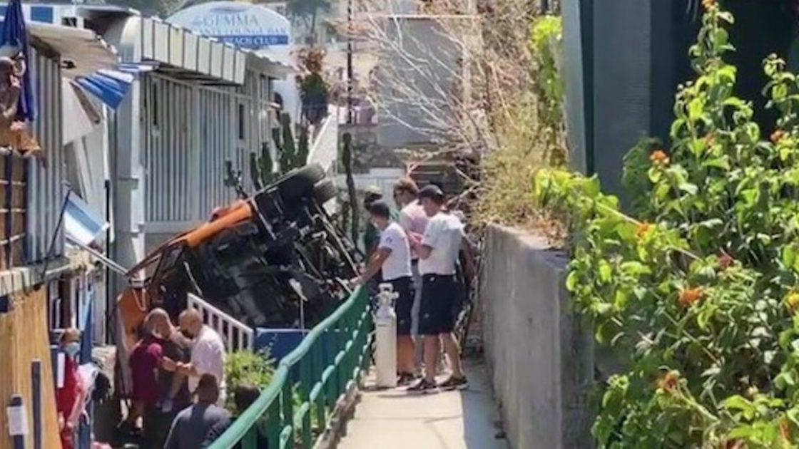 Incidente Capri bus precipita spiaggia morto