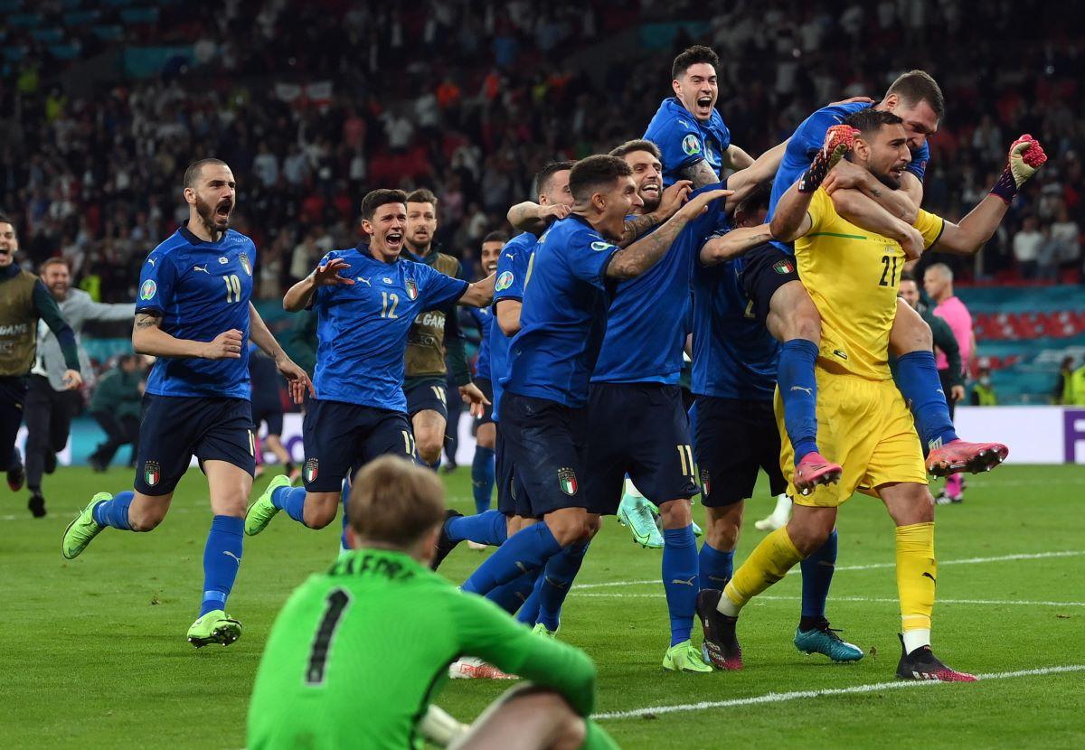 Italia Inghilterra Raccolta Fondi Acquisto Coppa Europei