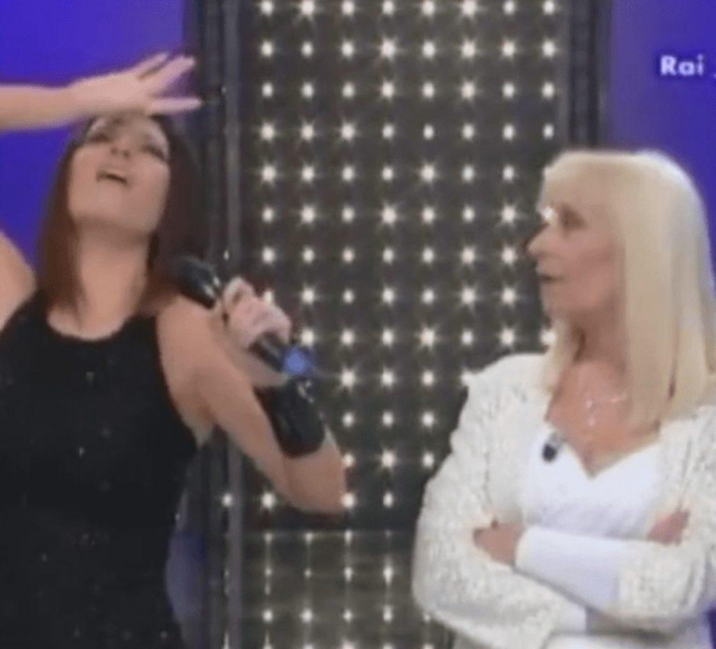 Laura Pausini critiche raffaella carrà
