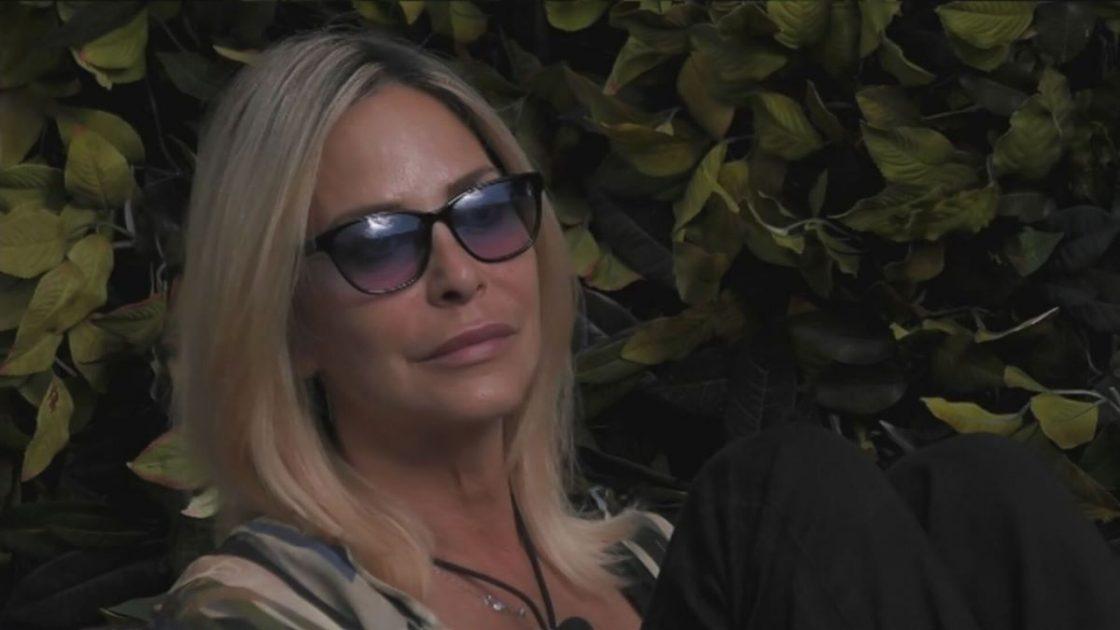 Stefania Orlando Triste Social Morte Raffaella Carrà