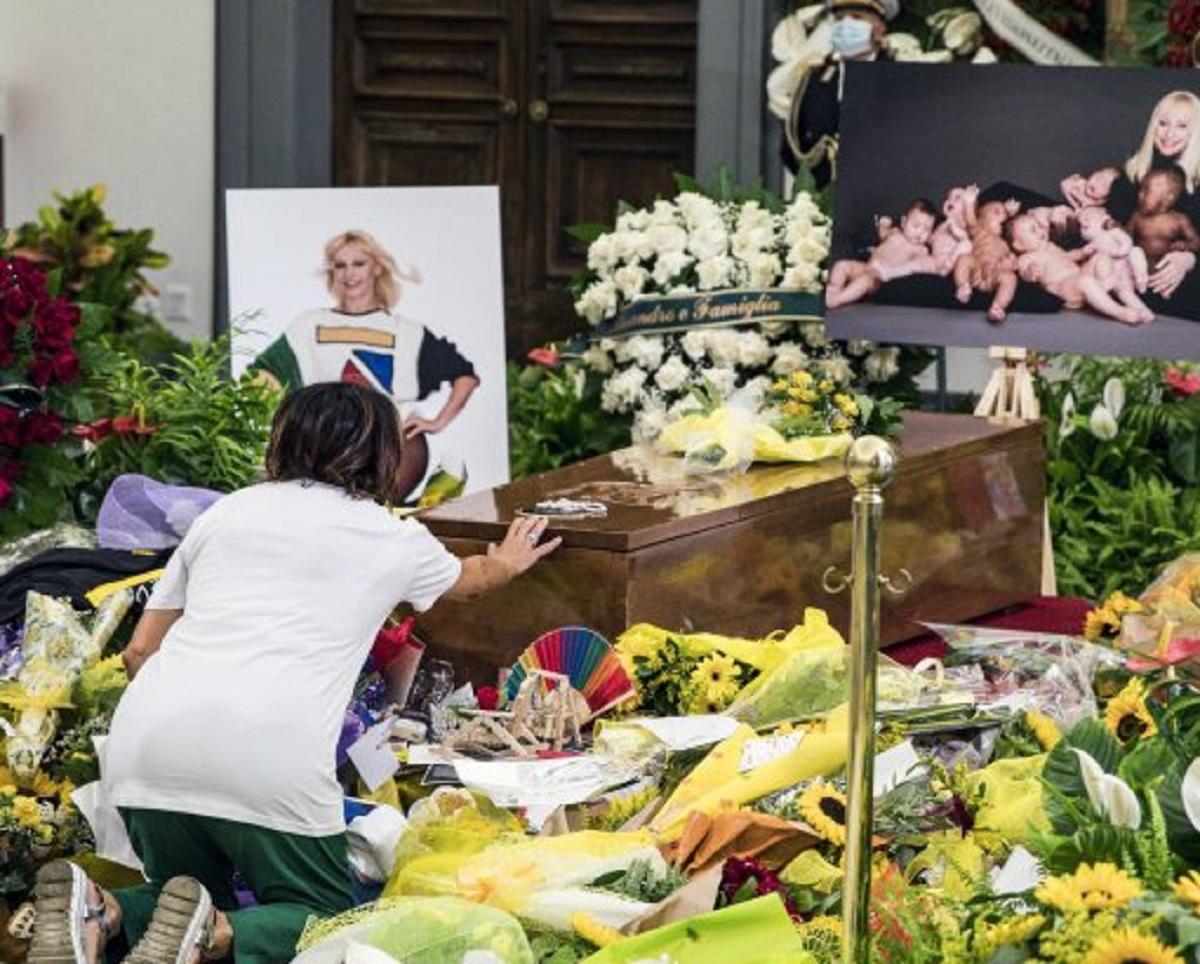 Raffaella Carrà funerali ultimo addio