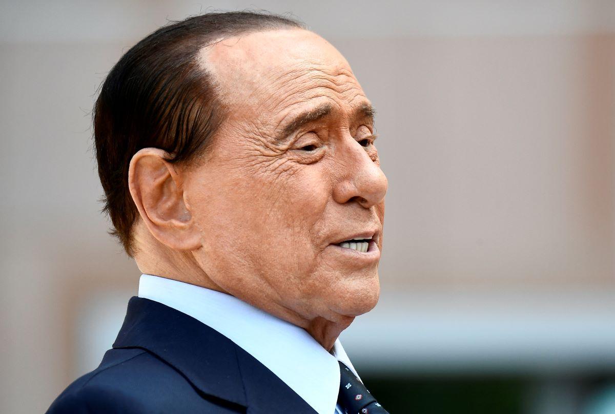 Silvio Berlusconi Preoccupazione Foto Letto Marta Fascina