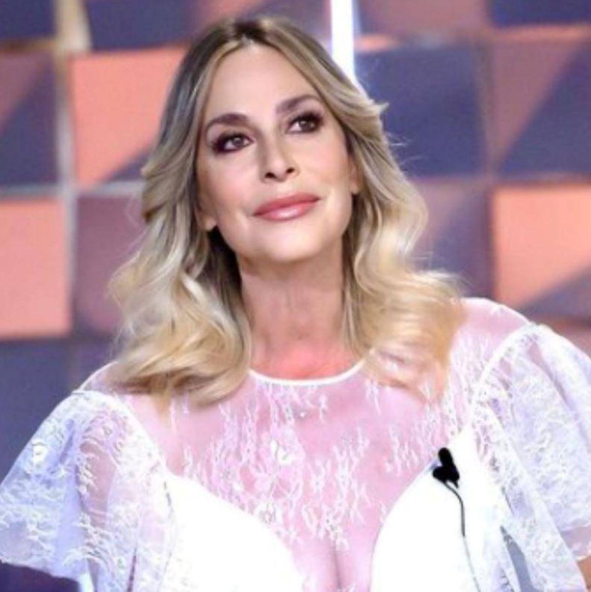 Stefania Orlando Bellissimo Annuncio Incontro Fan 30 agosto