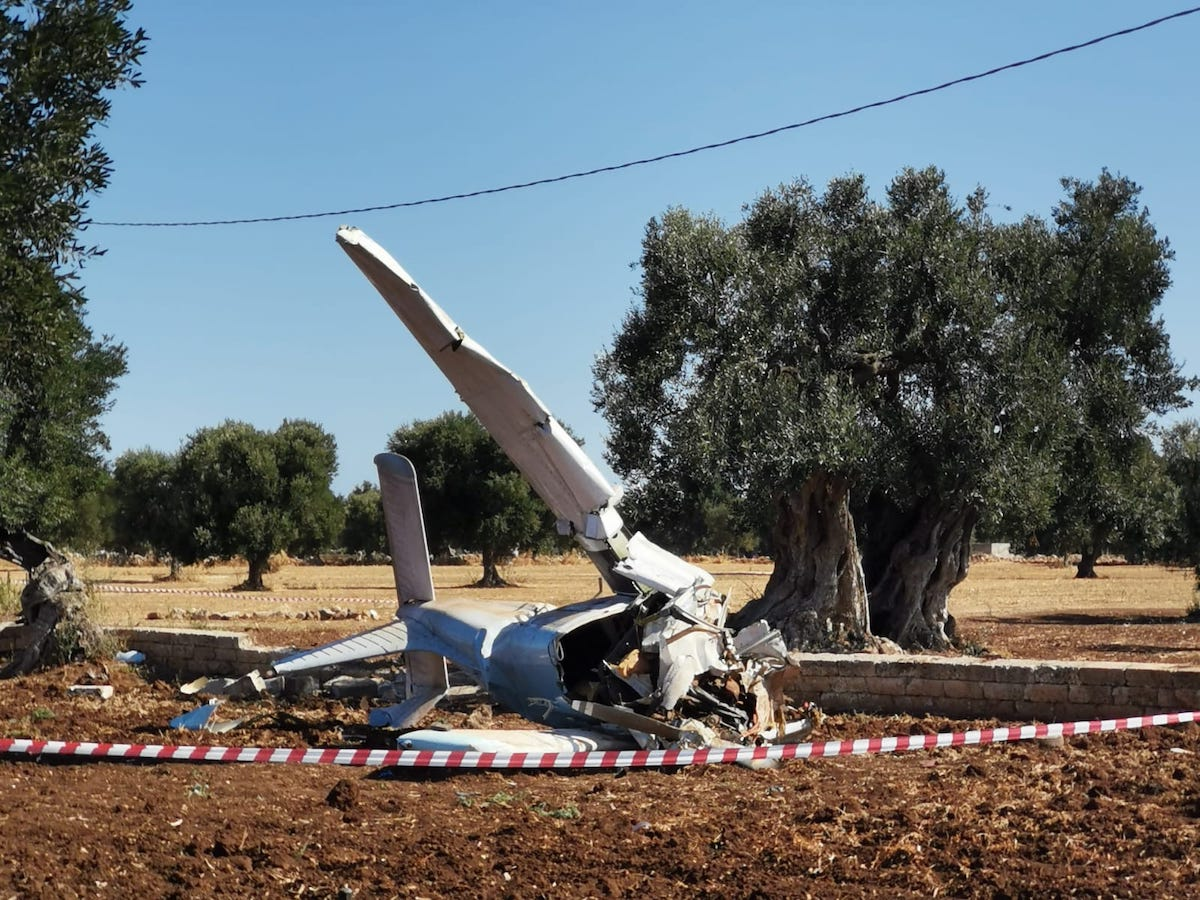 aereo caduto brindisi morti