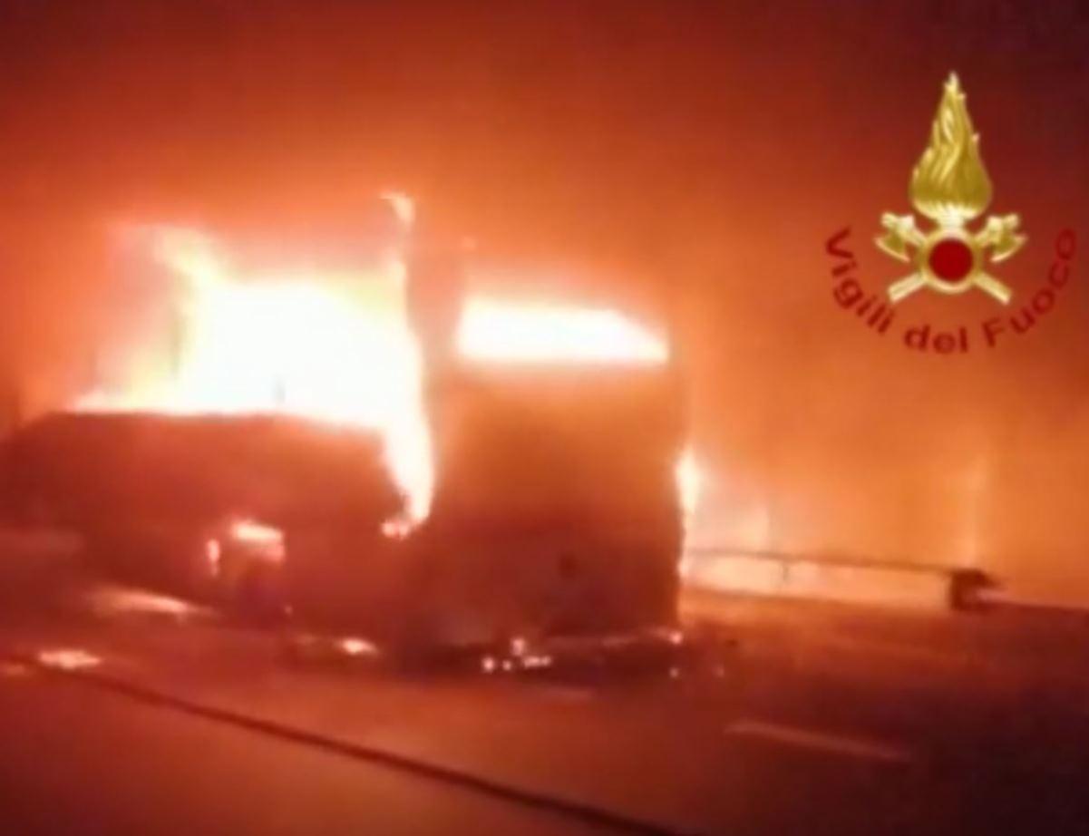 autobus in fiamme galleria Fiumelatte