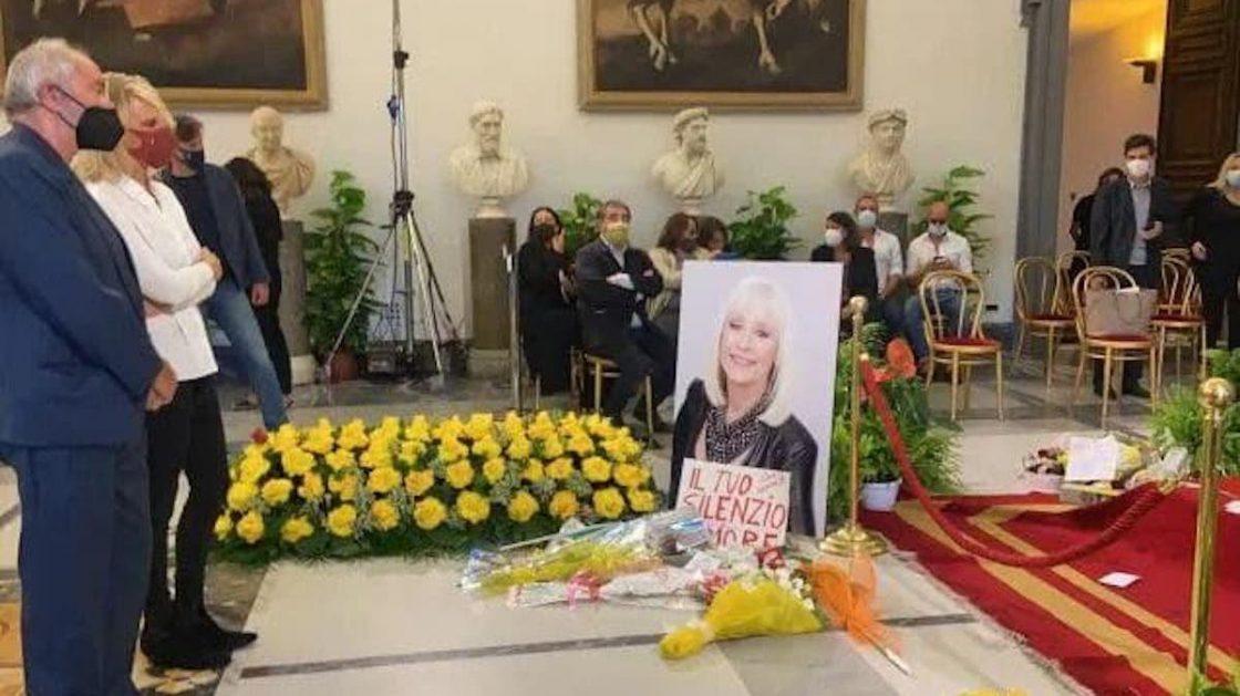 funerale raffaella carrà fiorello