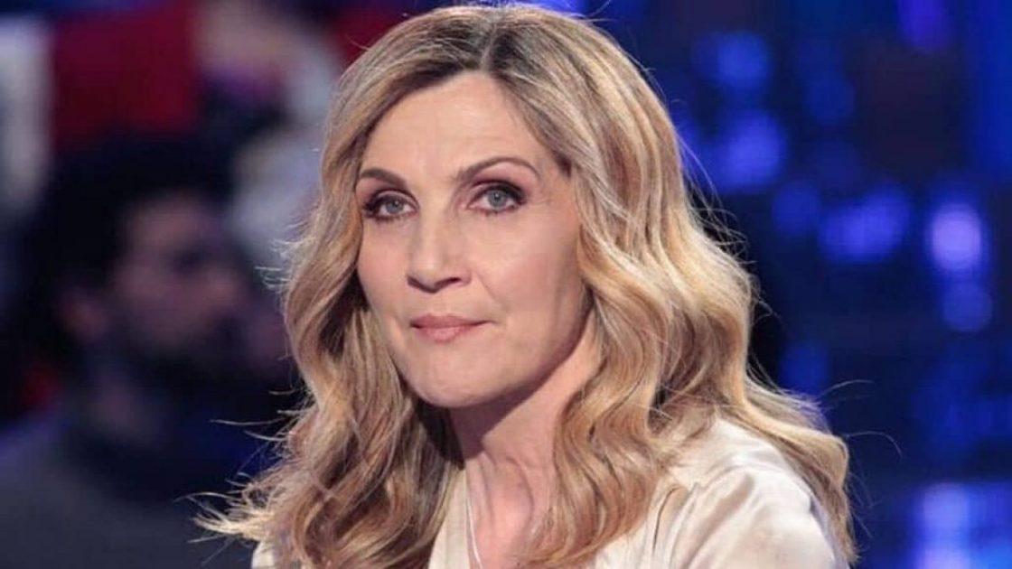 lorella cuccarini tweet contro raffaella carrà
