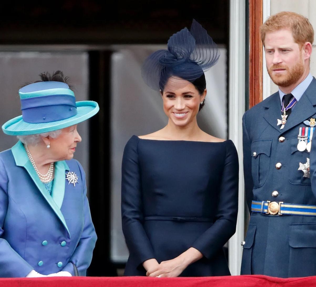 regina elisabetta harry meghan markle