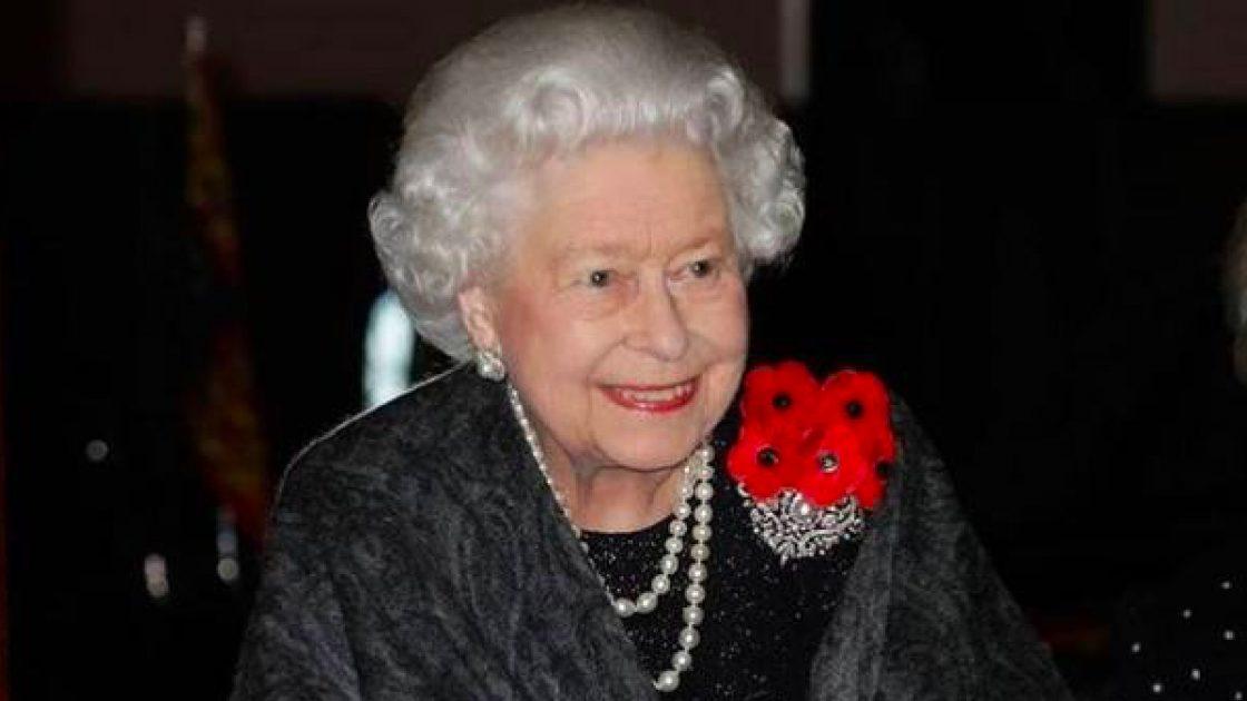 Buckingham Palace, la Regina Elisabetta ha bannato l'aspirapolvere