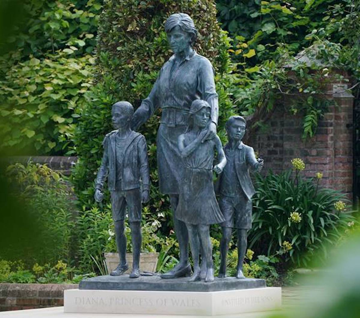 william harry frase statua diana