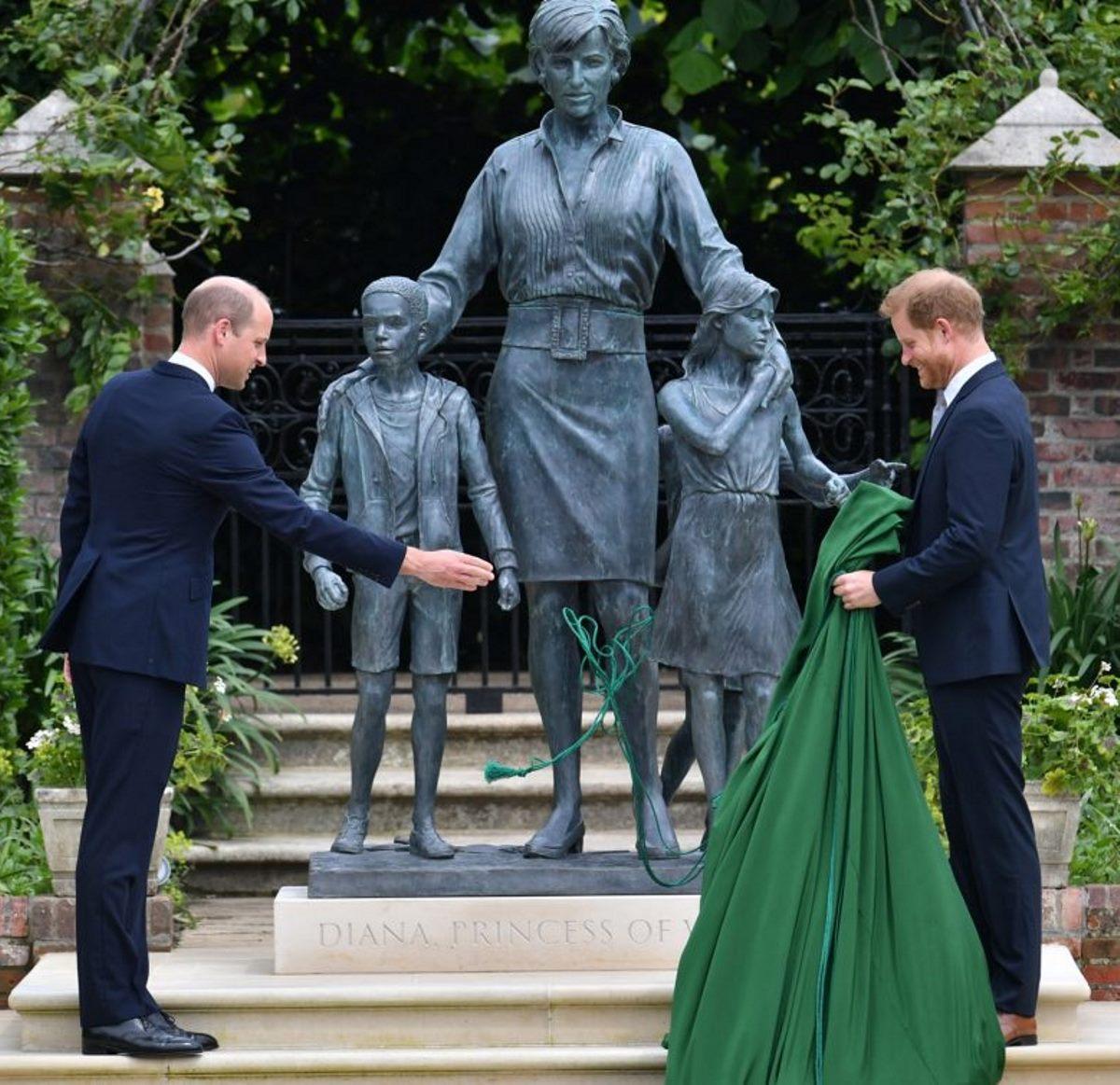 principe william principe harry laccio statua