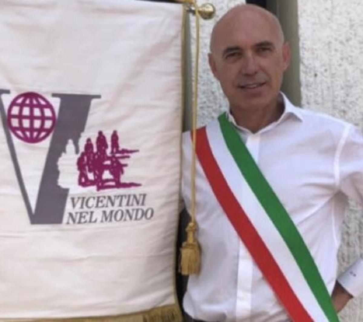 Rosignano marittimo Aldo Pellzzari sindaco Rotzo 52 anni morto malore spiaggia