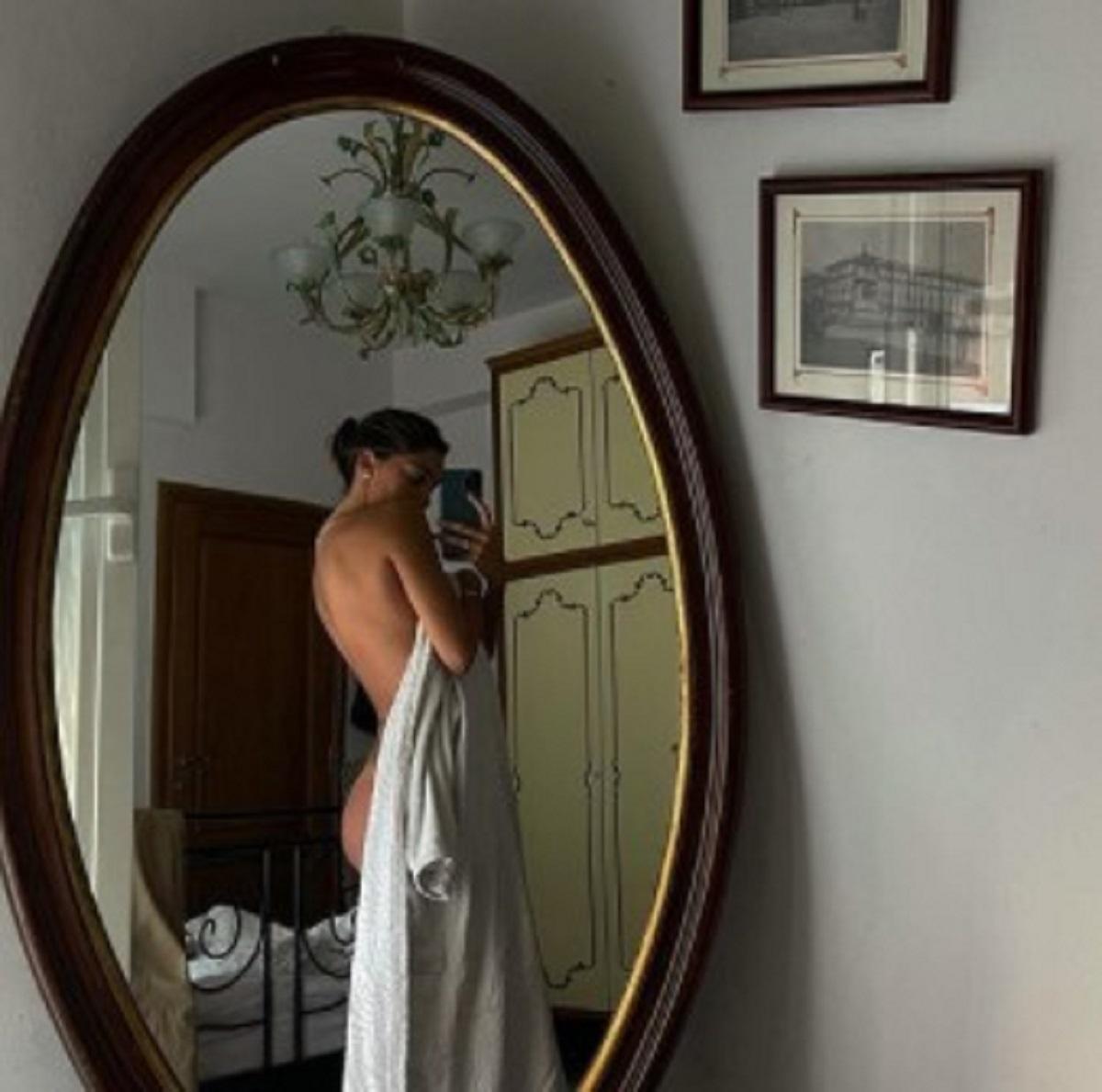 Belen Rodriguez foto nuda specchio critiche